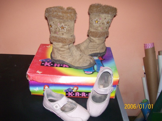 VENDO BOTAS DE NIA Y ZAPATOS DE CHEEKY